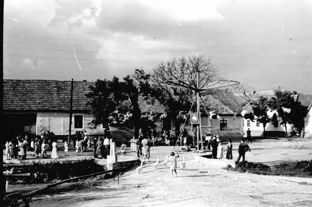 Búcsú. Körhinta 1955. Nagykovácsi, Kolozsvár tér, Kerekes Béla fotója