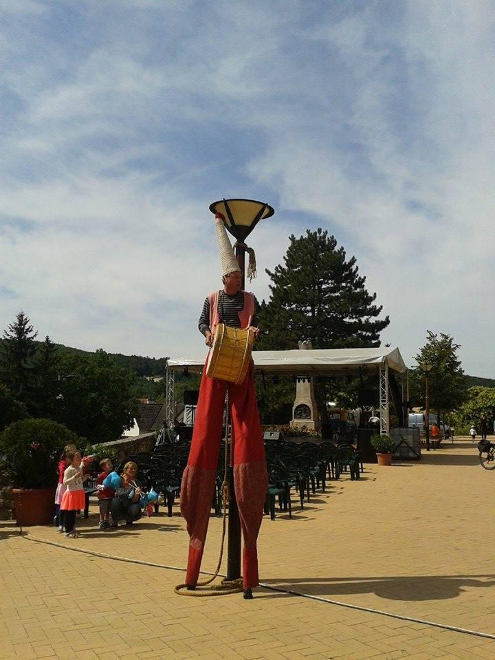 Szent György és a sárkány, utcaszínház