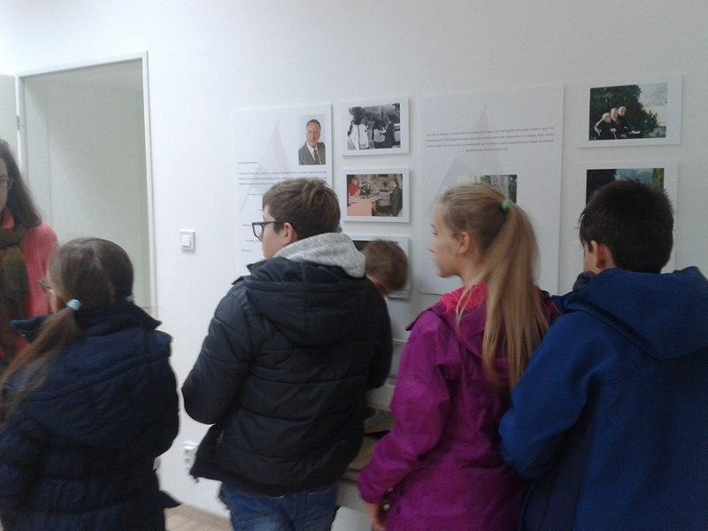 A 32 sor kiállítás iskolai látogatói 2017. november 9-10. 2