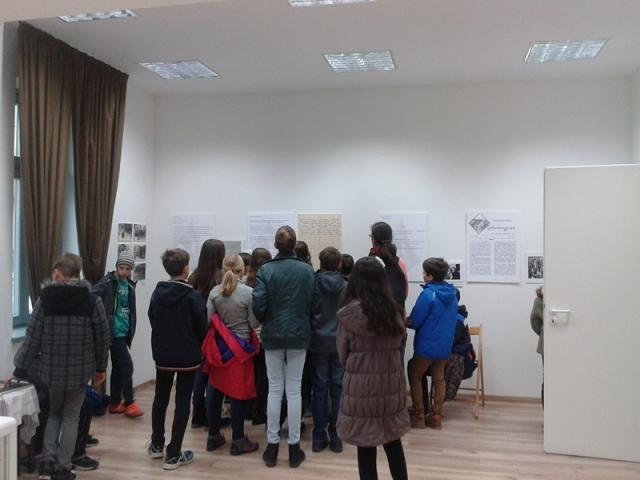 A 32 sor kiállítás iskolai látogatói 2017. november 9-10. 3