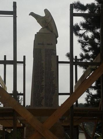 A második világháború áldozatainak nevei az északi oldalon 2017. októberében a felújítás alatt