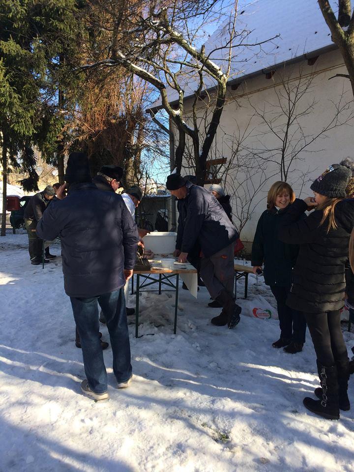 Kolbásztöltés a Nagykovácsi Összefogás Napján 2017. december 2.