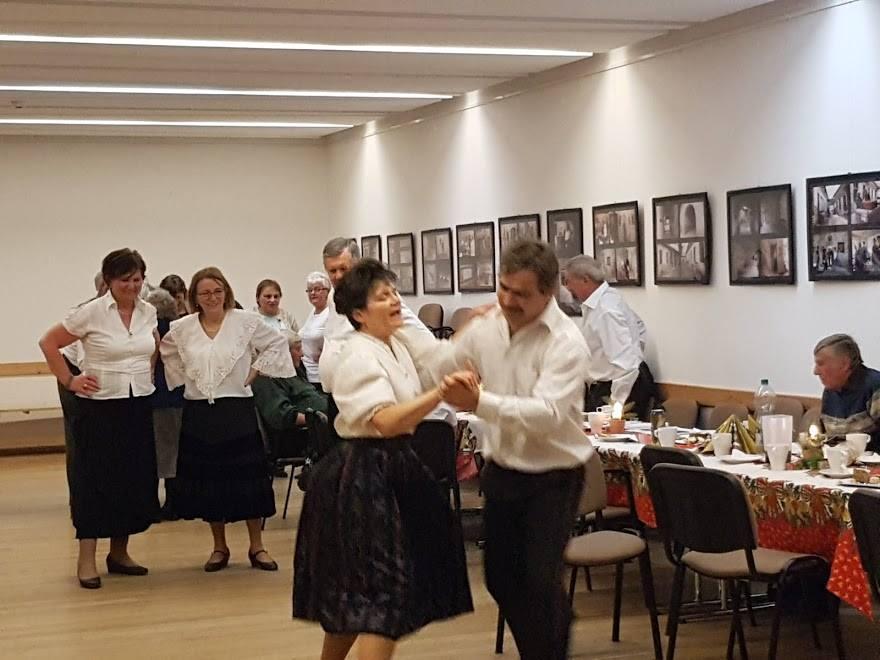 Szeltnerné Winhardt Ildikó és Bakó Mihály mutatja be az új lépéseket
