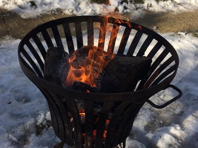 Tűz-meleg a havon