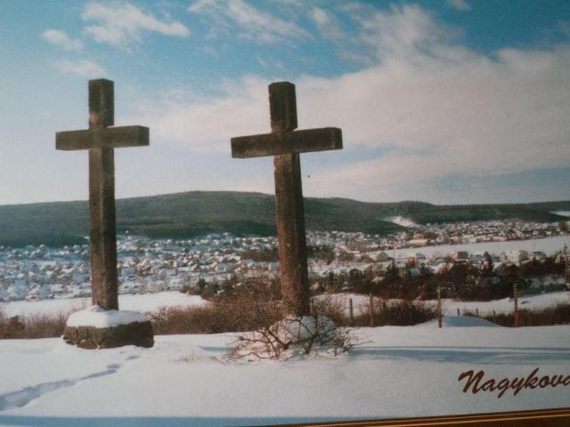 Amikor csak két kereszt állott Kerekes István felvétele 1990-es évek második fele