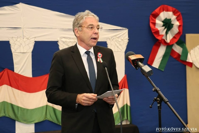 Csenger Zalán Zsolt országgyűlési képviselő ünnepi beszédet tart