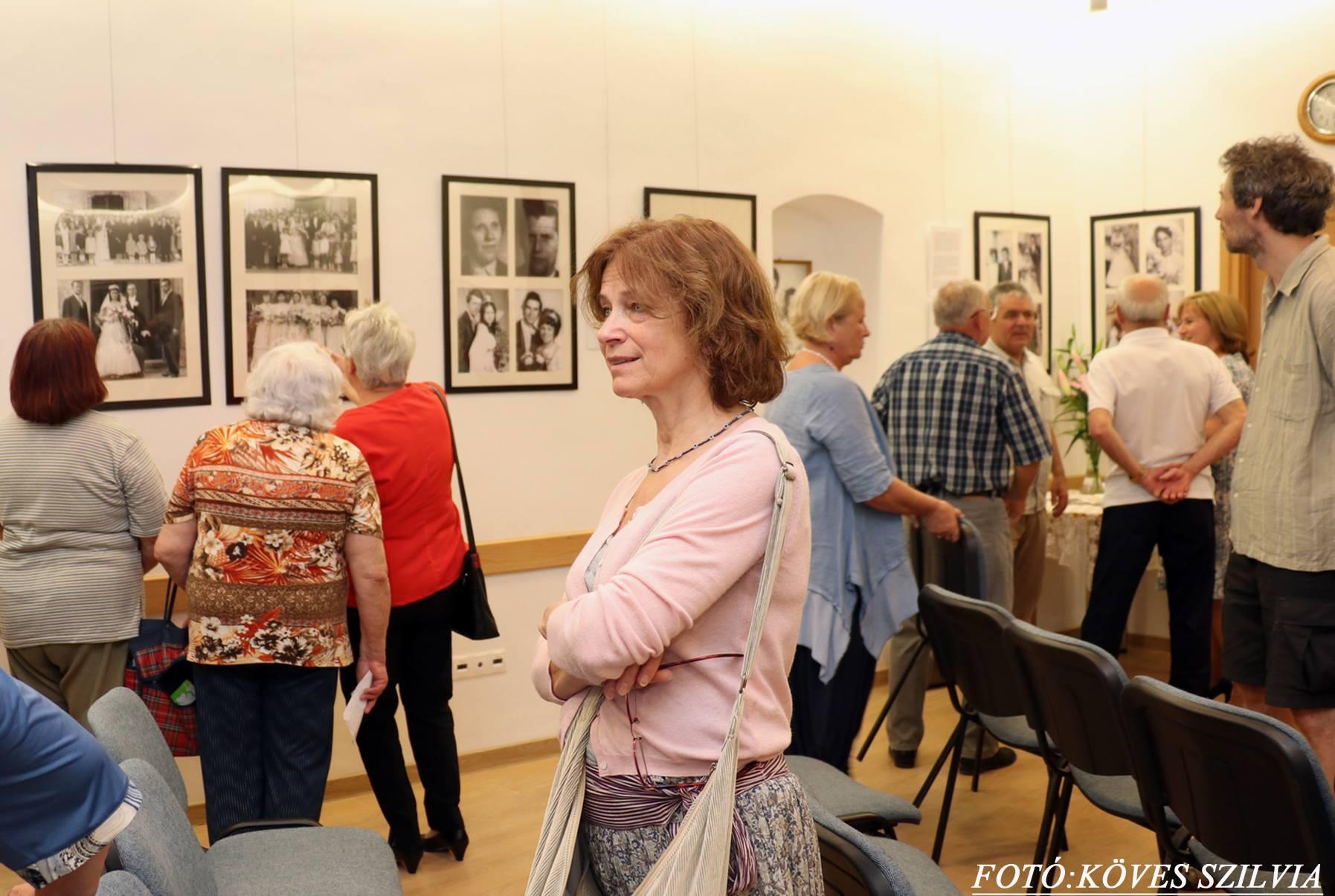 A kiállítás első látogatói