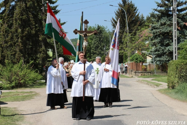 Az ünneplők elindultak a templom felé 2018. május 6.