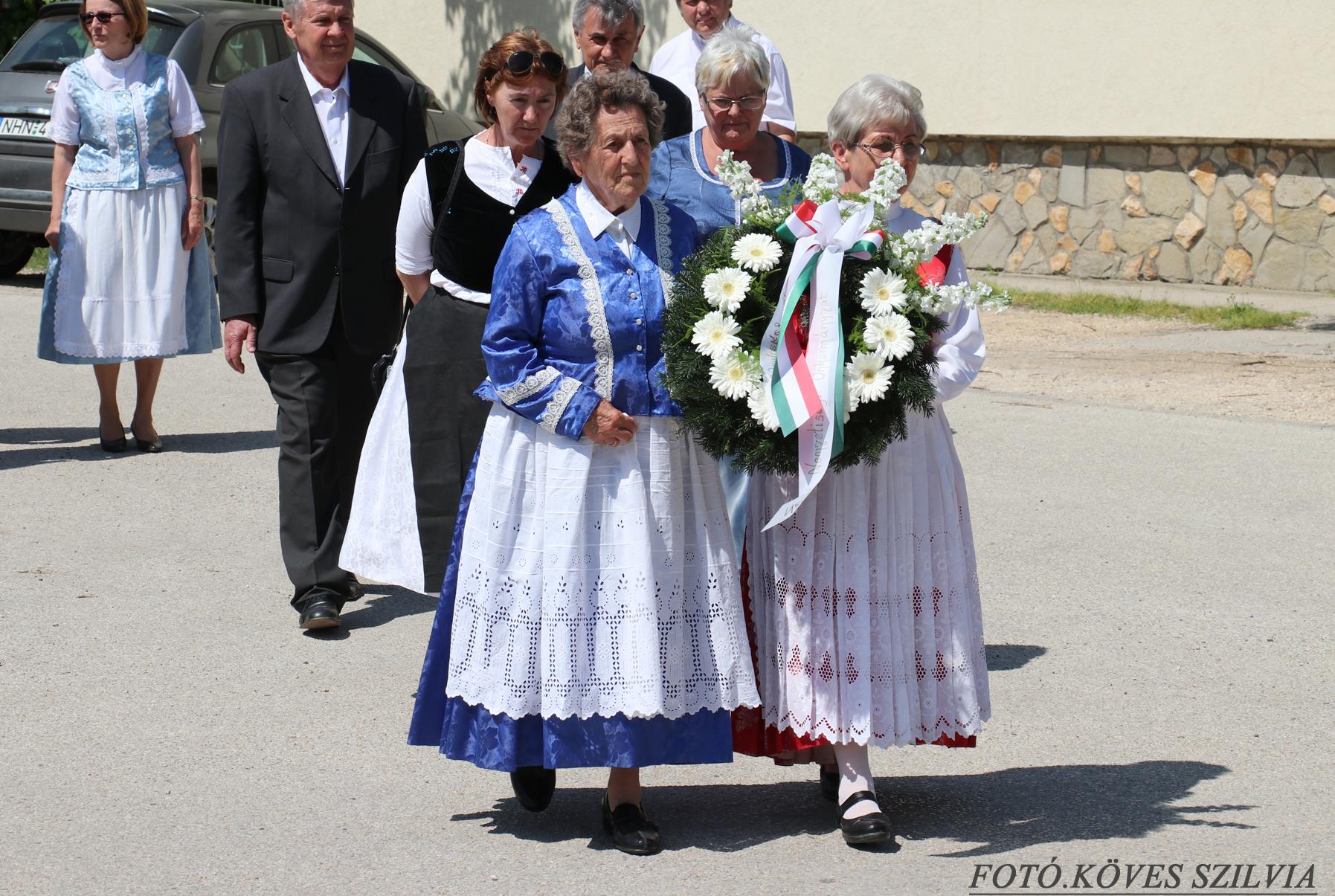 A Német Nemzetiségi Önkormányzat és Közösség koszorúz 2018. május 6.