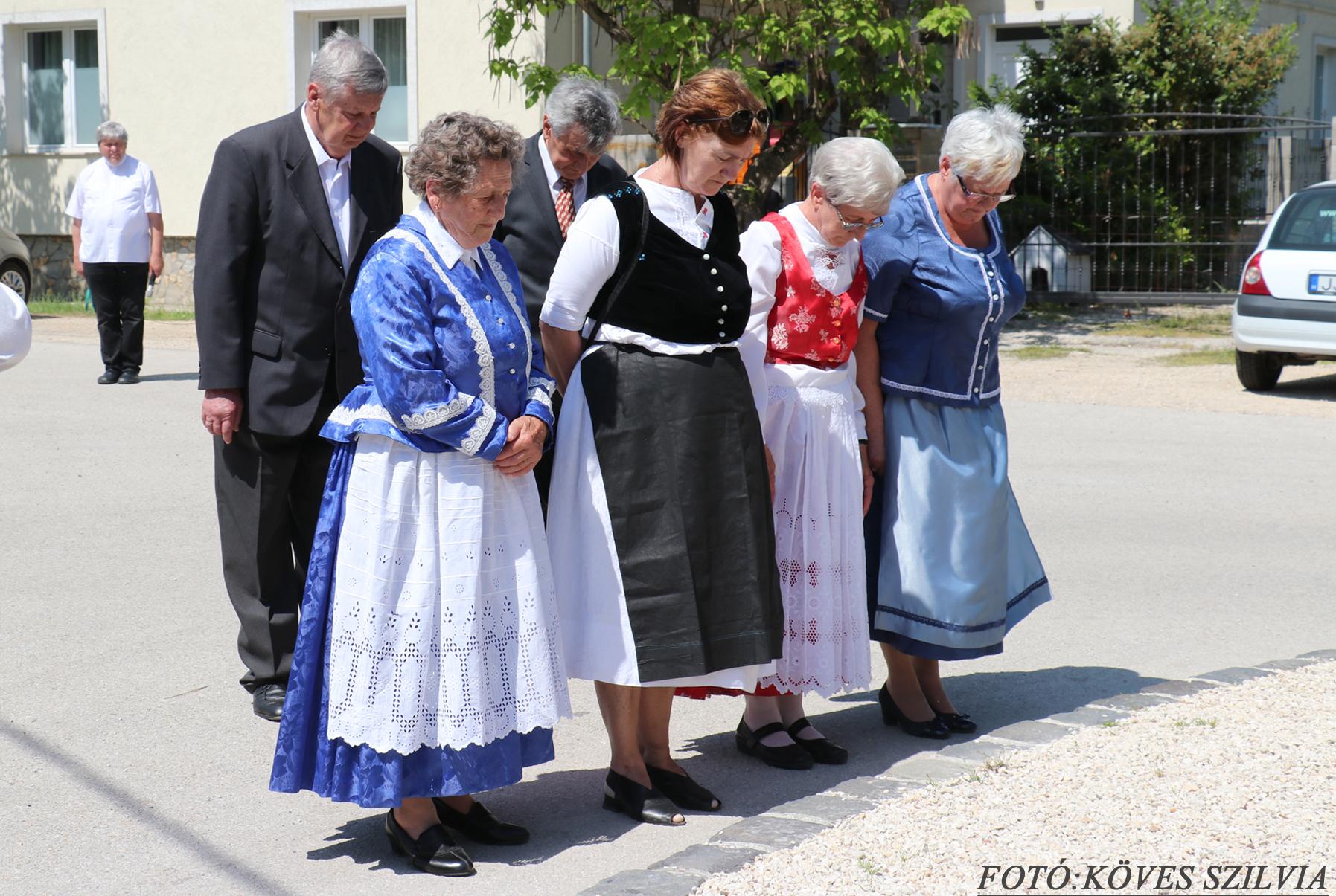 A Német Nemzetiségi Önkormányzat és Közösség főhajtása