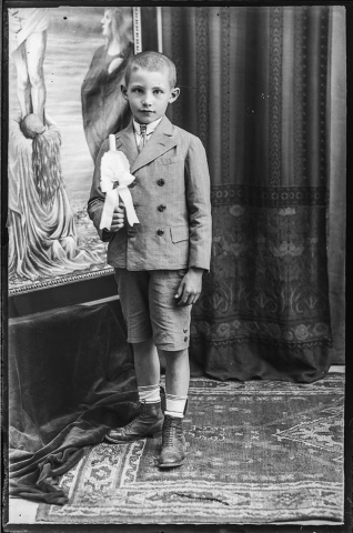 Budakeszi id. de Ponte József üvegnegatívjai Elsőáldozó kisfiú