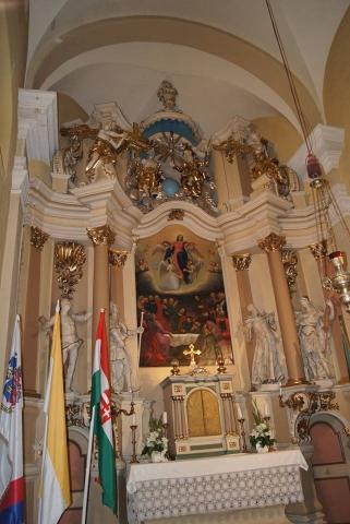 A főoltár előtt a négy szent szobra Szent Sebestyén, Lénárd, Rókus, Flórián 2018. június 30.