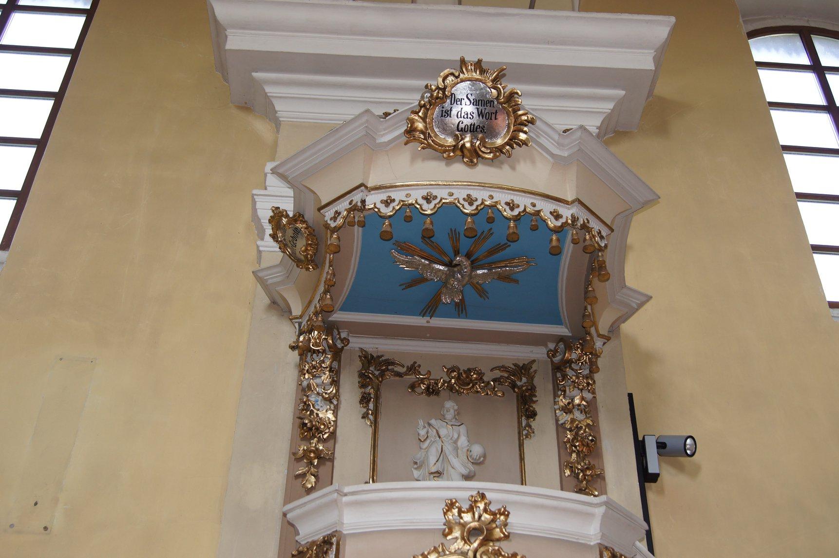 A szószék (Anton Eberhardt) függönyös  hangvetője, a Szentlélek galamb jelképe 2018. június 30.