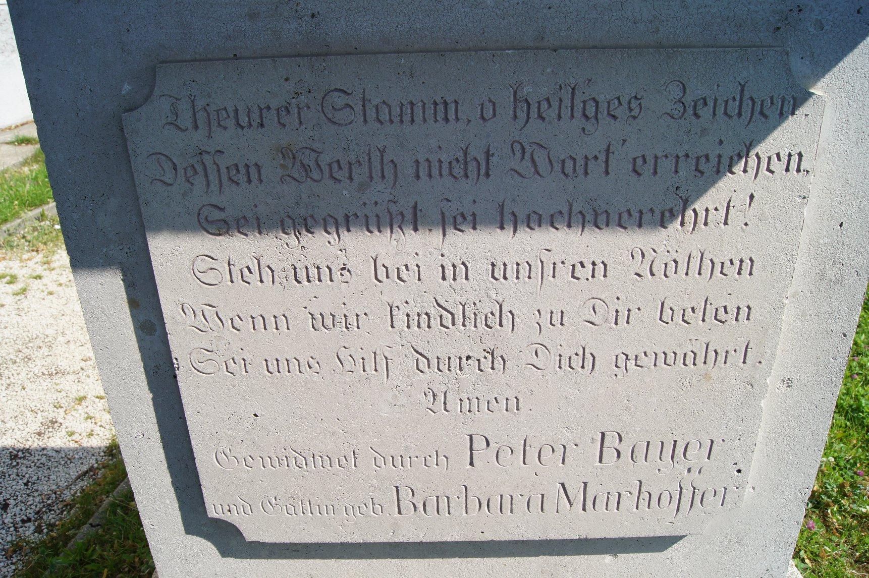 Felirat a kőkereszten a templomkertben 2018. június 30.