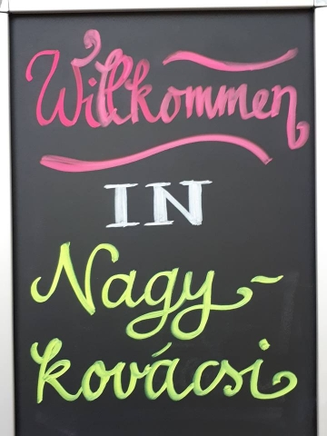 Willkommen in Nagykovácsi  üdvözlőtábla köszöntötte a vendégeket