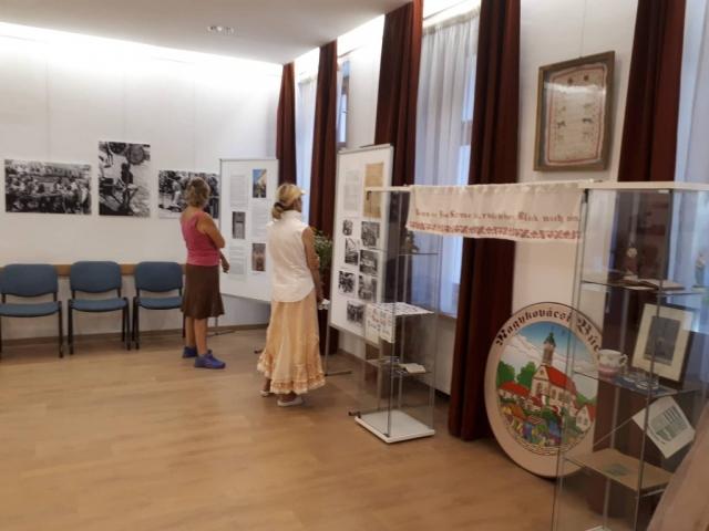 A kiállítás és a látogatók