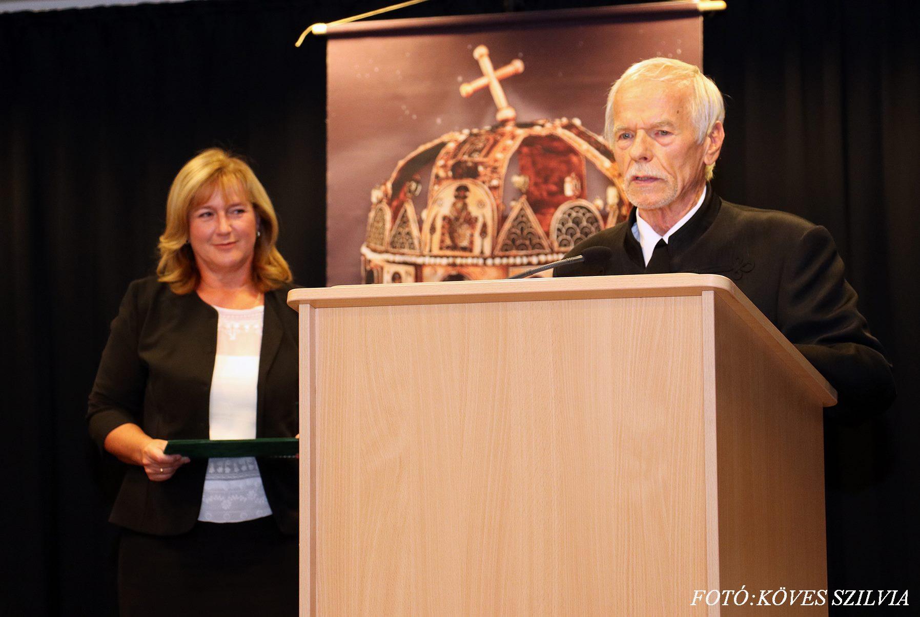 Janits Béla a díj átadása után megköszöni a laudációt 2018. augusztus 20.