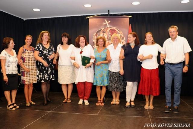 Nagykovácsi pedagógusai örömmel köszöntik a díjazott kollégájukat 2018. augusztus 20.