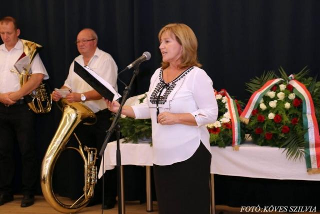 Kiszelné Mohos Katalin polgármester asszony köszönti a Bányásznapra érkezett vendégeket 2018.