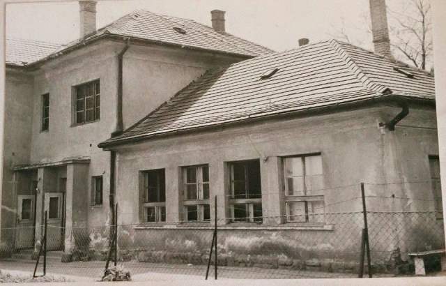 A régi új iskola az 1980-as években Karlik Tímea fotója