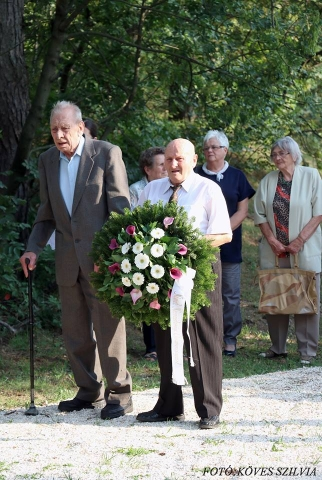 Probszt András, Gazdag Péter helyezik el a Német Nemzetiségi Önkormányzat koszoróját 2018.